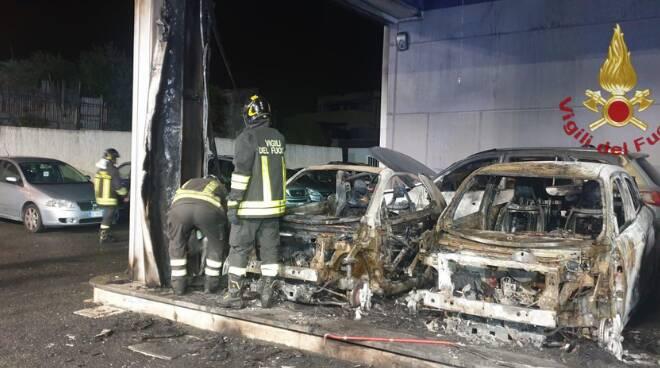 incendio concessionario Civitavecchia