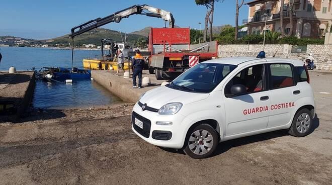 Maltempo a Formia: motopesca affonda al largo del porticciolo Caposele