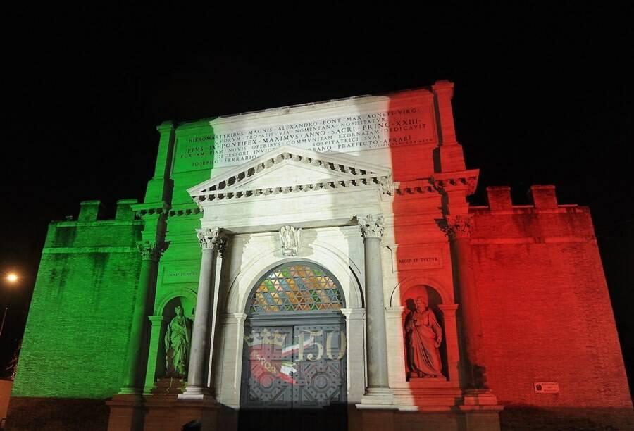 porta pia illuminazione artistica tricolore bersaglieri