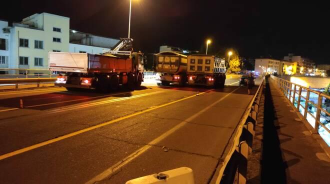 Prove di carico sul viadotto dell'ospedale a Formia: ora si attendono i risultati