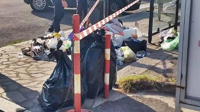 rifiuti abbandonati in strada gaeta