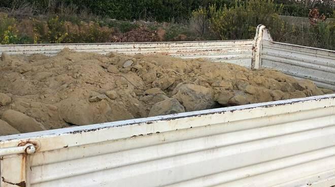calcinacci camion discarica abusiva fiumicino