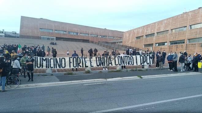 Dpcm Conte, manifestazione commercianti Fiumicino