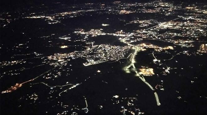 fiumicino di notte dall'alto