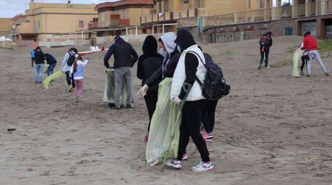 pulizia spiagge Torvaianica