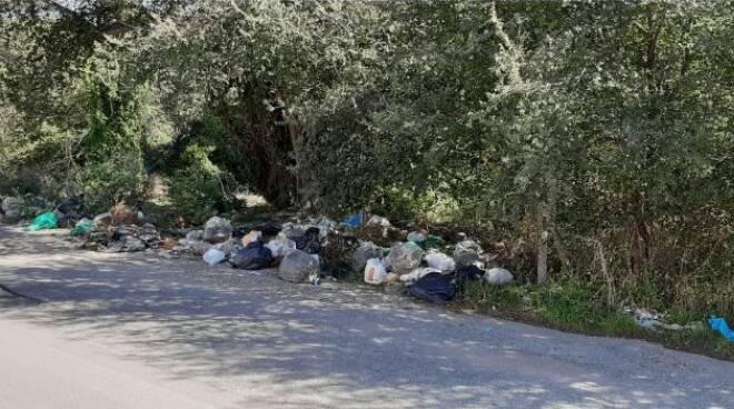 rifiuti Ardea via Lecce
