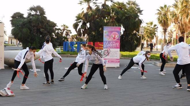 flash mob violenza sulle donne ostia
