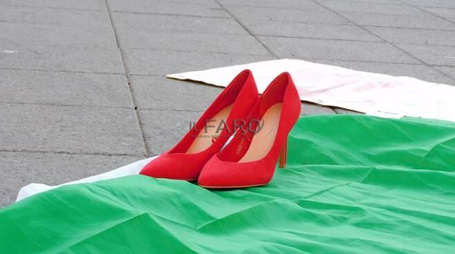 """Ostia dice """"no"""" alla violenza sulle donne con il flash mob del liceo Giovanni Paolo II"""