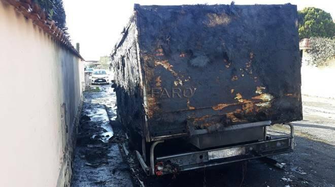 incendio furgoncino via novara ardea