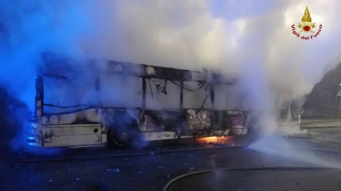 autobus in fiamme roma