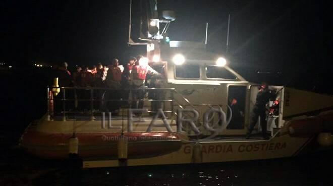 capitaneria di porto motovedetta notte