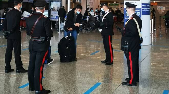 controlli carabinieri aeroporto