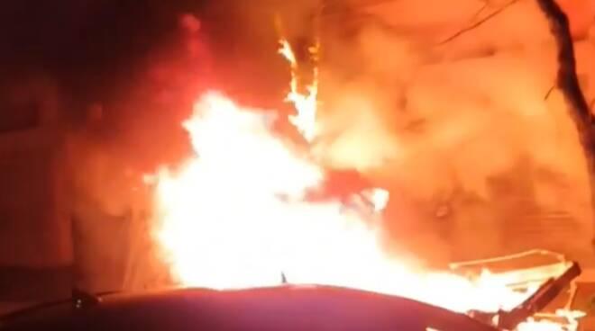incendio cassonetti ostia capodanno