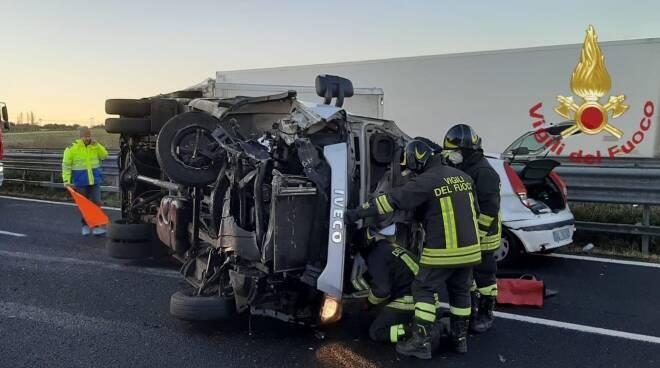 incidente a12 auto furgone