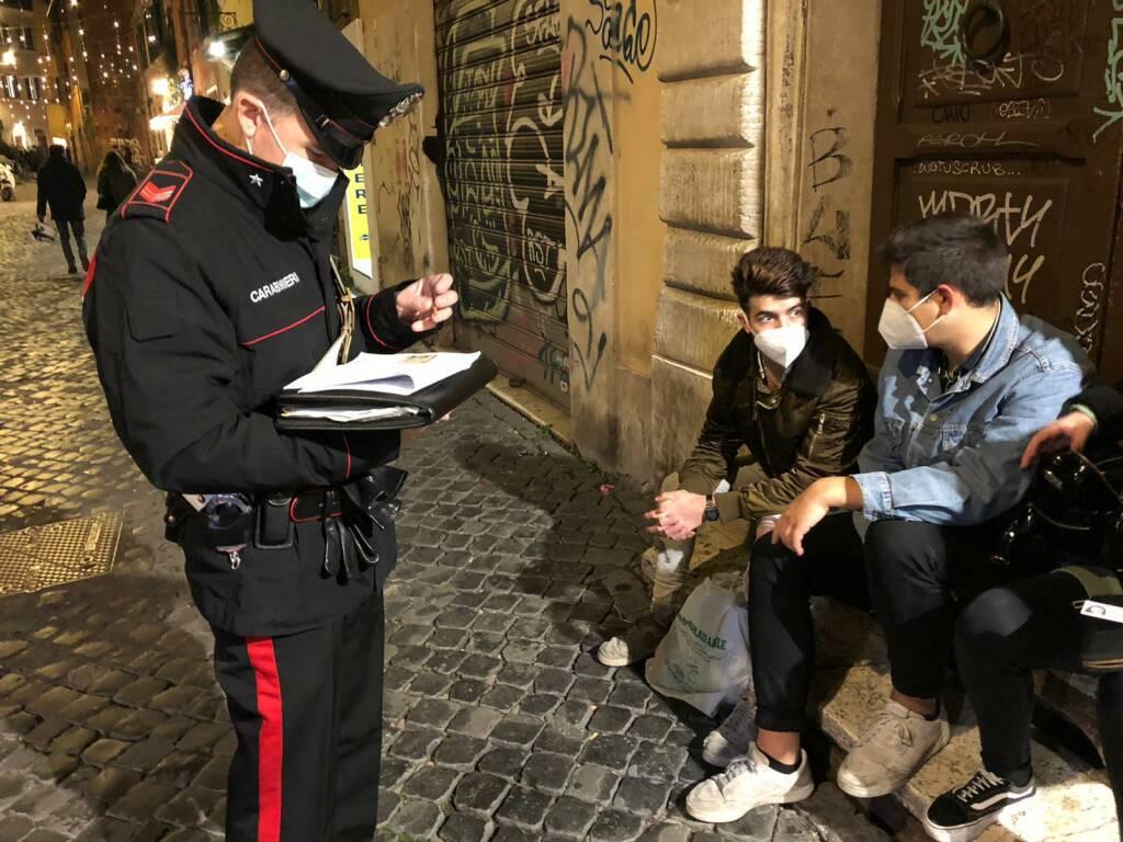 controlli assembramento roma carabinieri covid-19