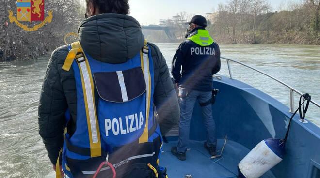 controlli polizia di stato fiume tevere roma