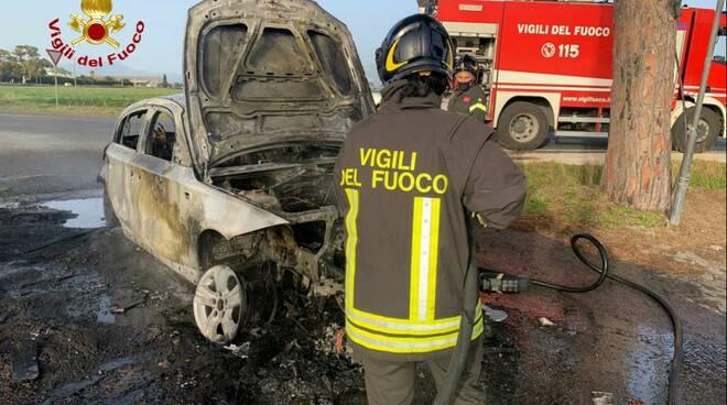 incendio auto via Litoranea