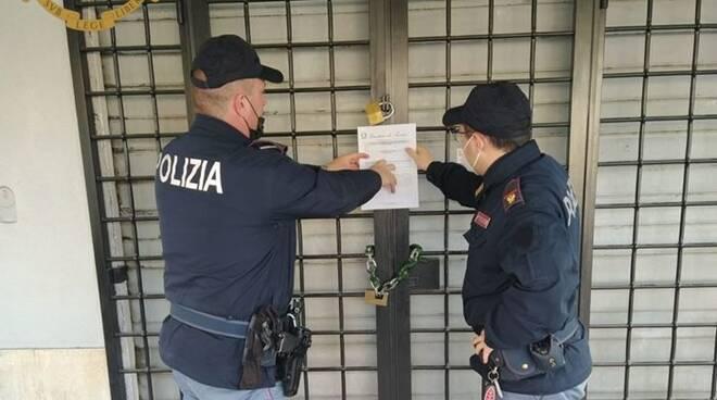 chiusura bar polizia