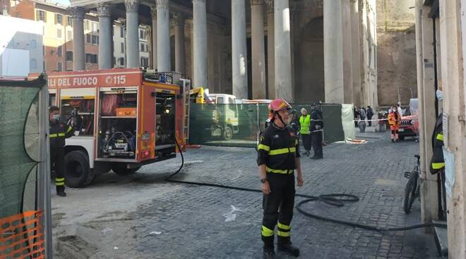 incendio piazza rotonda pantheon