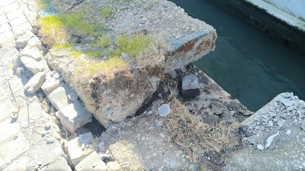mareggiata nave fantasma fiumicino tevere ponte due giugno