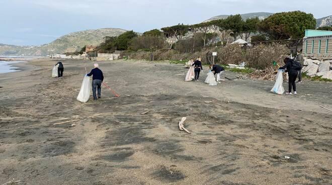 pulizia spiagge salto di fondi