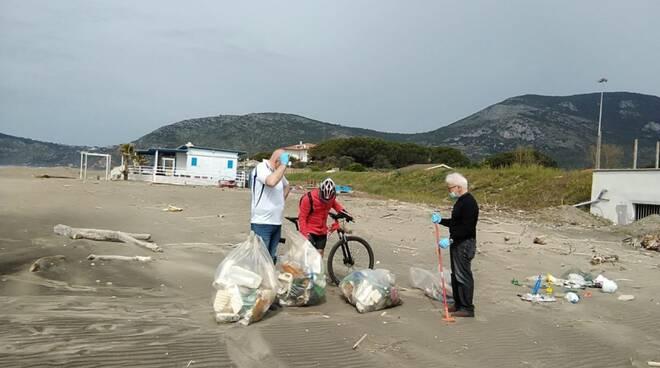 pulizie spiagge salto di Fondi