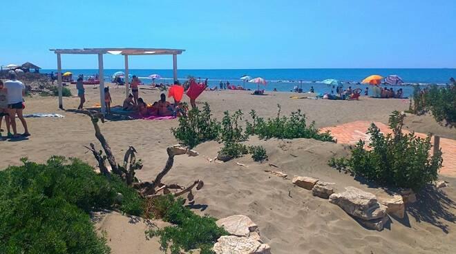 spiaggia libera ostia