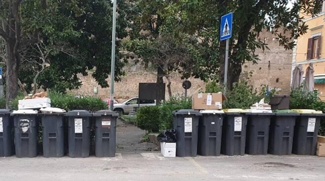 vecchi contenitori rifiuti cerveteri