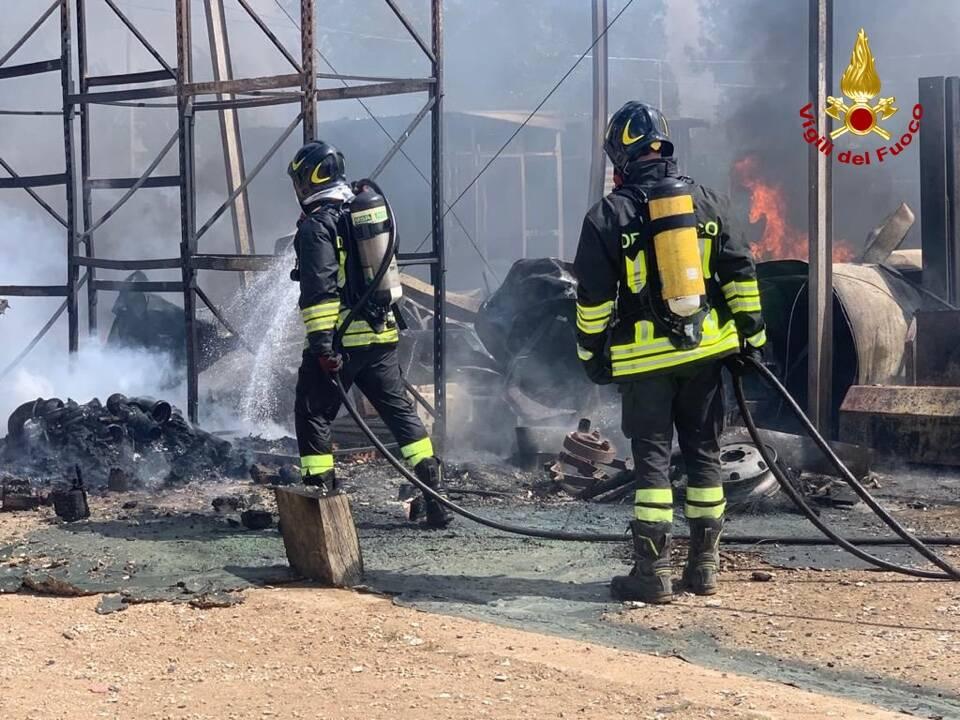 incendio capannone agricolo sabaudia