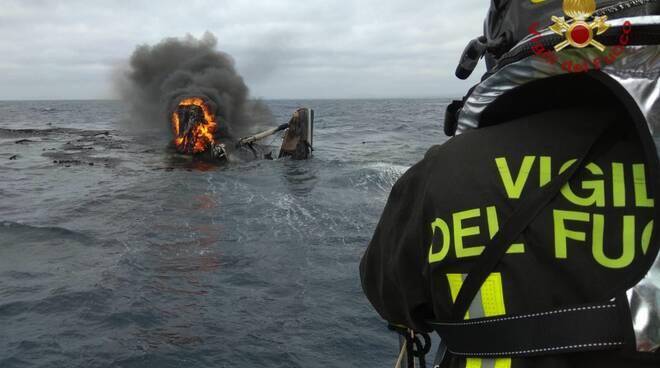 incendio catamarano civitavecchia