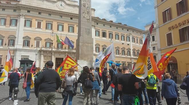 manifestazione alitalia in centro