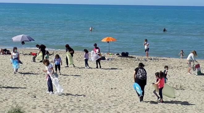 pulizia spiaggia Torvaianica