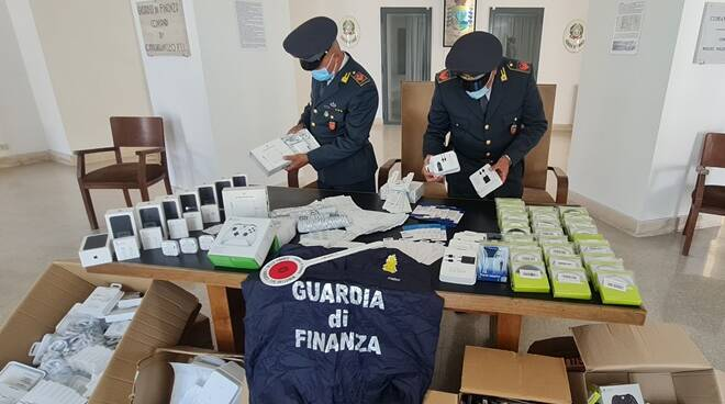 sequestro accessori contraffatti guardia di finanza latina
