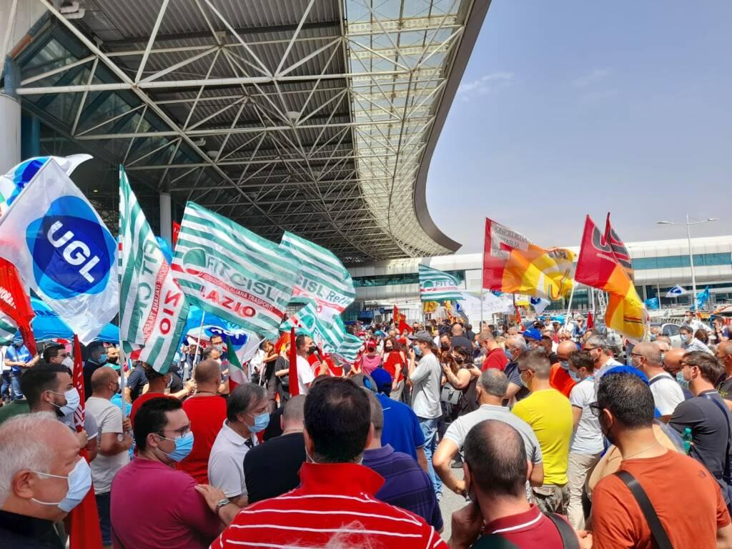protesta aeroporto fiumicino