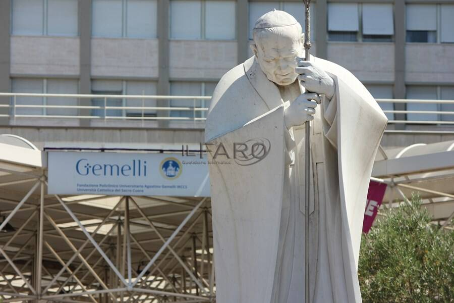 angelus papa francesco policlinico gemelli roma