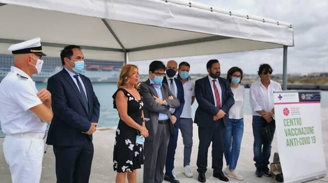 inaugurazione vaccini a bordo porto di civitavecchia