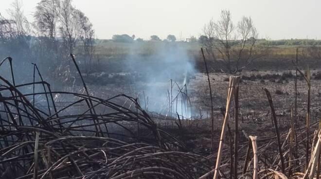 incendio via del faro fiumicino