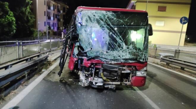 incidente bus atac via della giustiniana roma