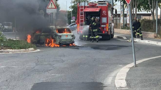 incendio auto aranova