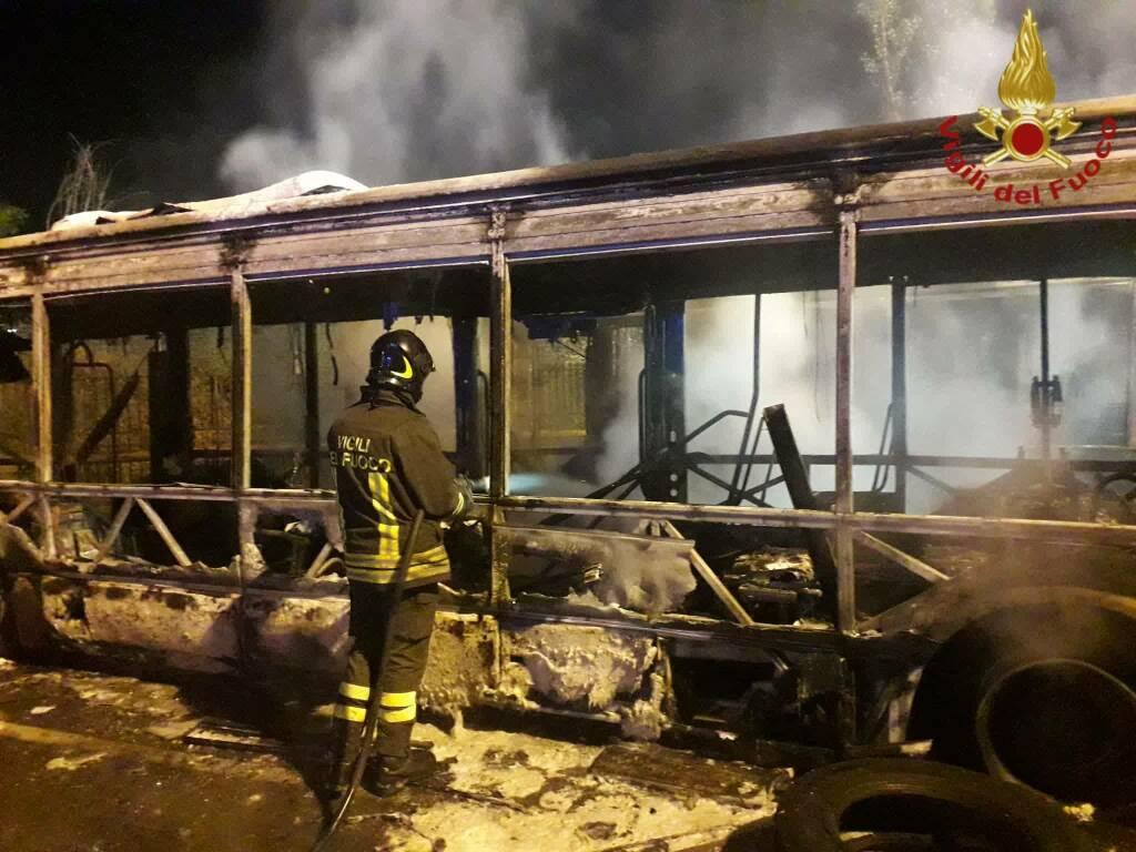 incendio bus roma