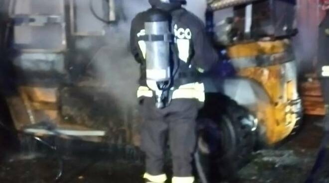 incendio muletto Civitavecchia