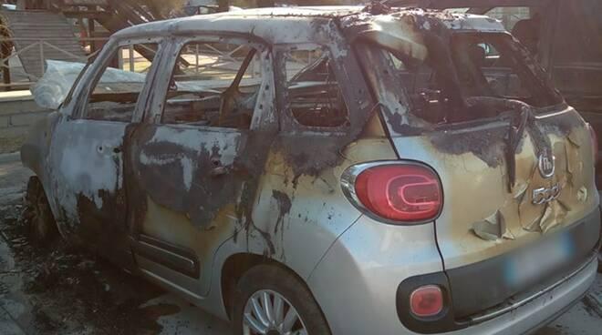 auto incendiata passoscuro
