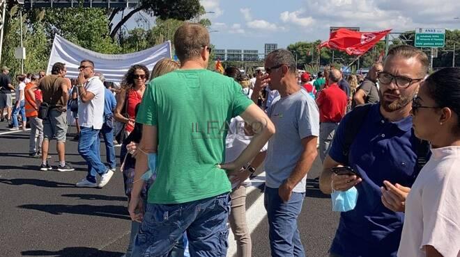 manifestanti alitalia roma-fiumicino