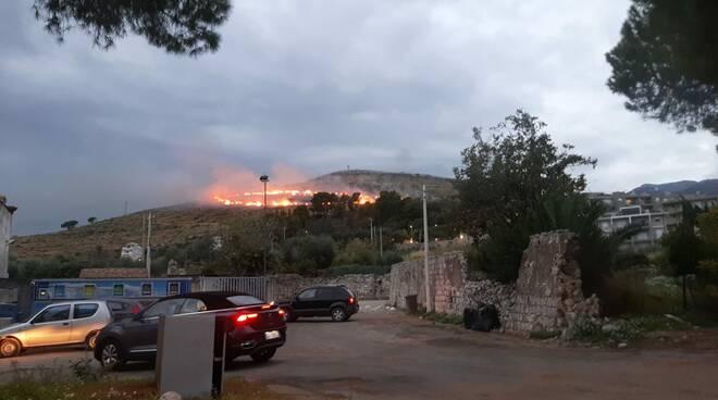 incendio Monte di Conca Gaeta