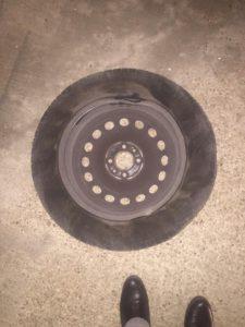 Strage di pneumatici e di cerchioni sulle strade del X Municipio