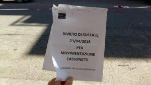 L'avviso con il quale si annuncia che il 23 aprile saranno posizionati nuovi cassonetti in via Corrado Del Greco 109