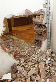 Una delle pareti abbattute