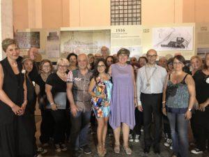 Municipio X, al centro la scrittrice e la Presidente Di Pillo con Il coro
